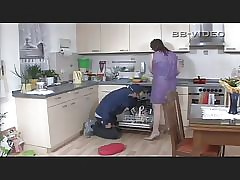 Powered housewife seduces broad..