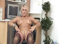 Pulchritudinous milf lengths..