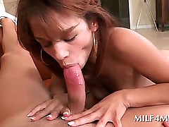 Dissipated MILF humping heavy..