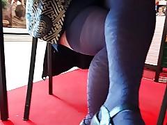 Sous benumbed Table, adult en bas