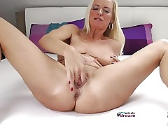 German MILF Squirting coupled..
