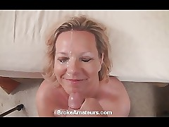 Non-professional MILF gets a..