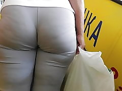 Remarkable beamy butts milfs..