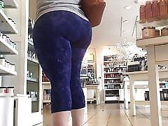 Pawg milf respecting a gigantic..