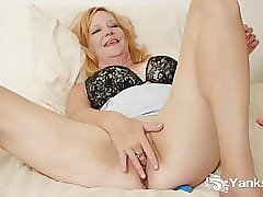 Yanks Violet Dunn Shakes With..
