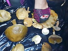 Daughter L fagged  mushrooms..
